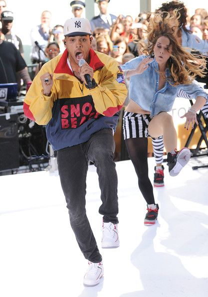 Chris Brown Skinny Jeans - Chris Brown showed off some serious dancing skills while wearing a pair of fitted skinny jeans.