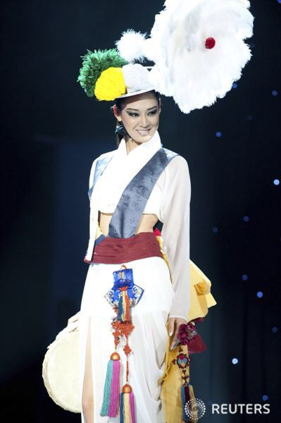 국악 國樂 (Gukak : Korean classical-traditional- music) & dance. 한복 韓服 (Hanbok : Korean traditional clothes)