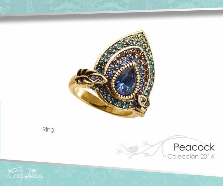 Este anillo es una pluma de pavo real en forma de gota y está acentuada con Cristales Austríacos. Tallas 5 - 10. www.lacoqueteria.co #rings #anillos #accesories #beautiful #lacoqueteria  #fashion #shoppingonline #tiendaenlinea #mexico #accesorios #boda #moda #vestidos #casual #joyeria #bisuteria #monterrey #merida