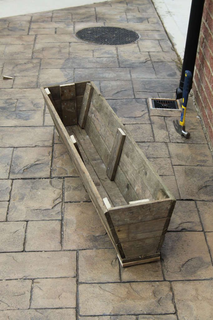 How to make flower boxes out of pallets woodworking for How to make a planter box out of pallets