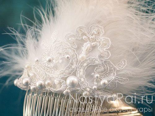 Украшение-гребень для волос с перьями