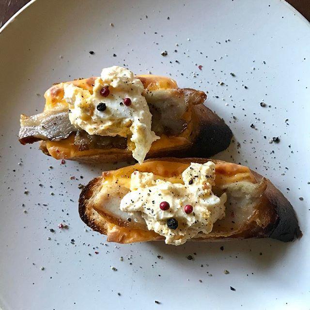 2017/02/02 10:00:33 imashuku グッドモーニング バルミューダ! ベーコンエッグチーズのタルティーヌ! ▼ 材料 バゲット、スライスチーズ、ベーコン、卵サラダ、粒胡椒 ▼ 作り方 チーズトーストモード:5分 1. バゲットを1cm厚さに切る 2. スライスチーズをのせる 3. ベーコンをのせる 4. 焼く 5. 卵サラダをのせる 6. 粒胡椒をのせ、胡椒をかける Good Morning Balmuda! Bacon, Egg and Cheese Tartine ▼ Ingredients Baguette, sliced cheese, bacon, egg salad, grain pepper ▼ Directions Cheese toast mode: 5 minutes 1. Cut the baguette to 1 cm thick 2. Place sliced cheese 3. Place bacon 4. Bake 5. Place an egg salad 6. Put grain pepper and pepper…