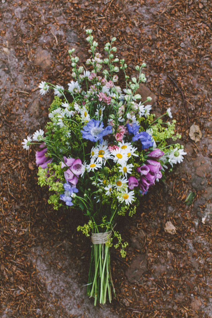 bohemian wedding in the woods, wild forest flowers bouquet, daisies, foxgloves / photo by OAK&FIR / styling by inspire styling