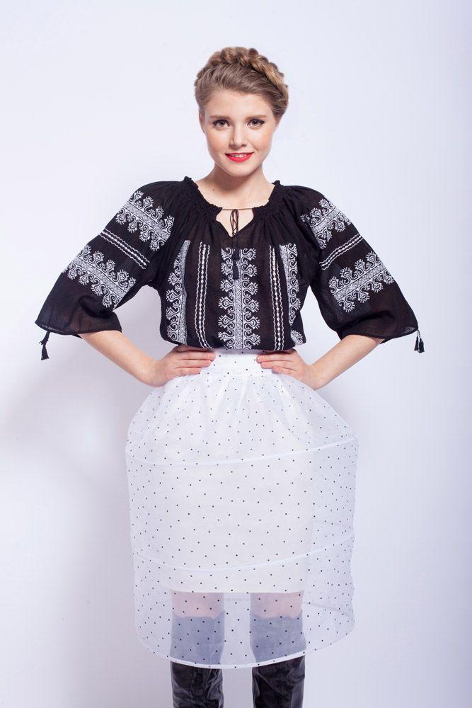 Exquisite embroidery! #romanianblouse #blackcanvas
