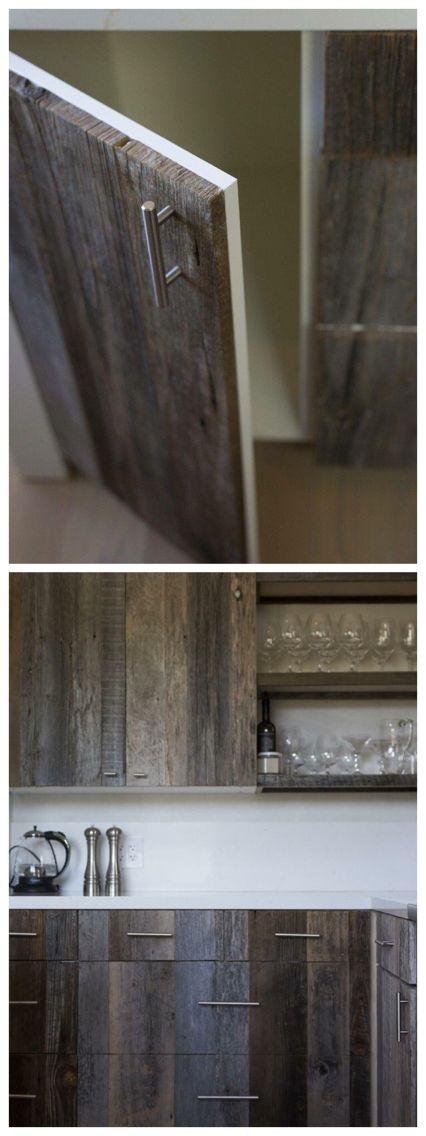 Recouvrir des armoires en mélanine de bois de grange (pruche)