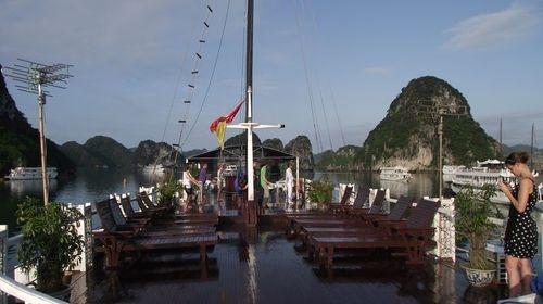 V Sipirt Halong Bay tour