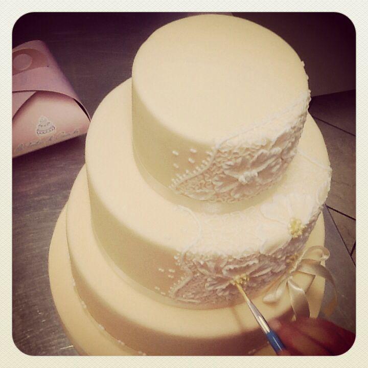 Una wedding cake dal sapore Vintage , Pan di Spagna con crema chantilly e cioccolato ...la nostra specialità sono le torte da matrimonio a piani , Brescia , Italy , Le Torte di Giada www.tortedigiada.com