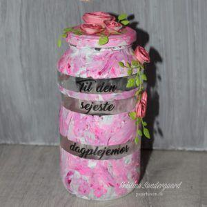 Jar with vinyl and homemade paper flowers. gift from my kid to her childminder. Gave til dagplejemor fra min datter.