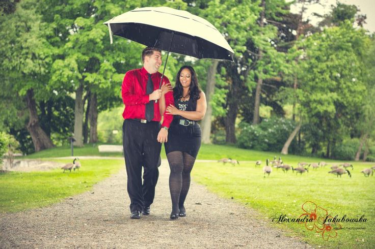 Rainy day engagement session - www.ajphotographer.ca