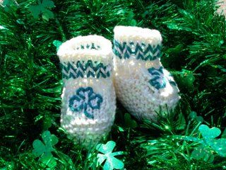 Bootie Go Bragh Shamrock Baby Shoes  By: Vickie Howell  Give your baby the luck of the Irish! These Bootie Go Bragh Shamrock Baby Shoes are an easy knitting pattern that you can quickly whip up and celebrate!