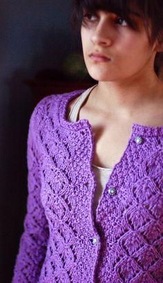 Que Sera cardigan: Knitty Spring+Summer 2010