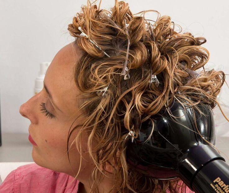 Piega mossa con diffusore..da liscia a riccia scopri come:www.capellifaidate.com