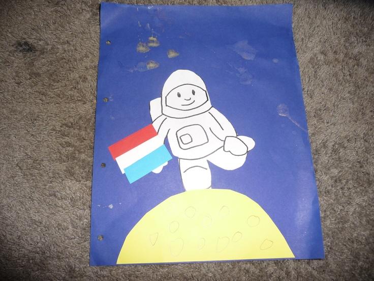 MAP : een astronaut op de maan met de Nederlandse vlag....