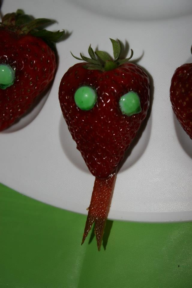 snake reptile party birthday strawberry m fruit leather tongue