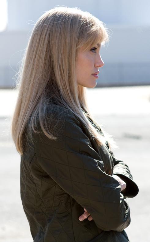 Blonde Evelyn Salt; Chic Cut