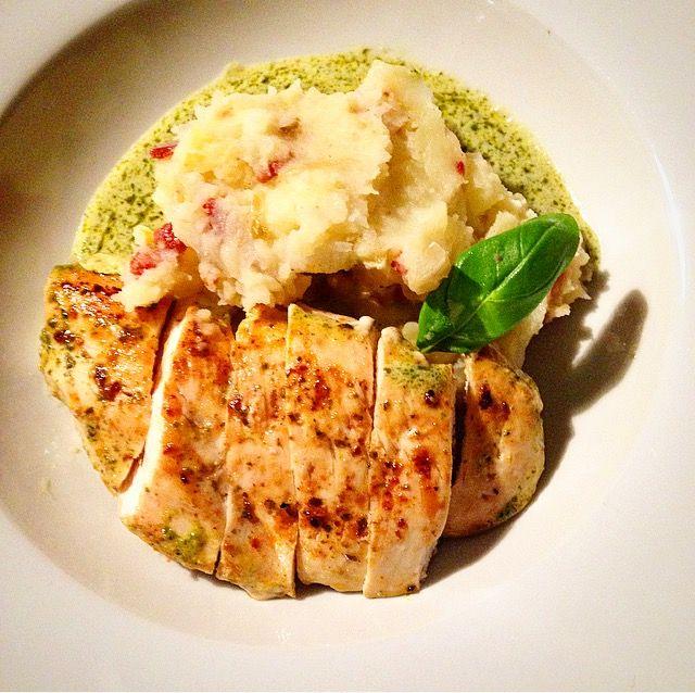 Grilled chicken with parsley pesto and bacon puree *. Gegrilde kip met platte peterselie pesto & witloof en spek puree * Glutenfree * Lactosefree