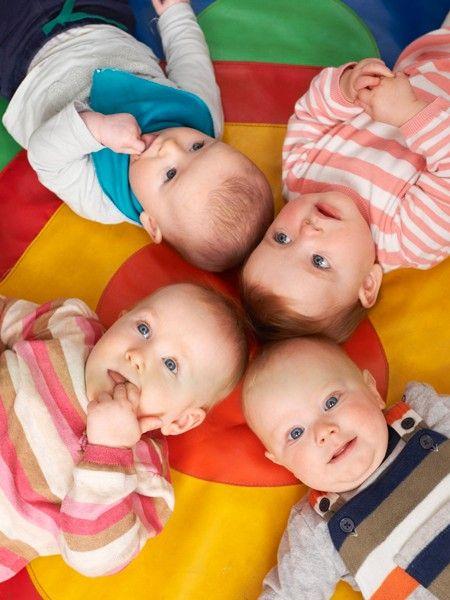 Innerhalb von acht Monaten wurde Sarah Ward Mutter von vier Kindern. Die 29-Jährige ist überglücklich über das unerwartete