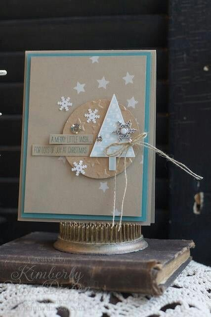 Weihnachtskarte mit tannenbaum in blau