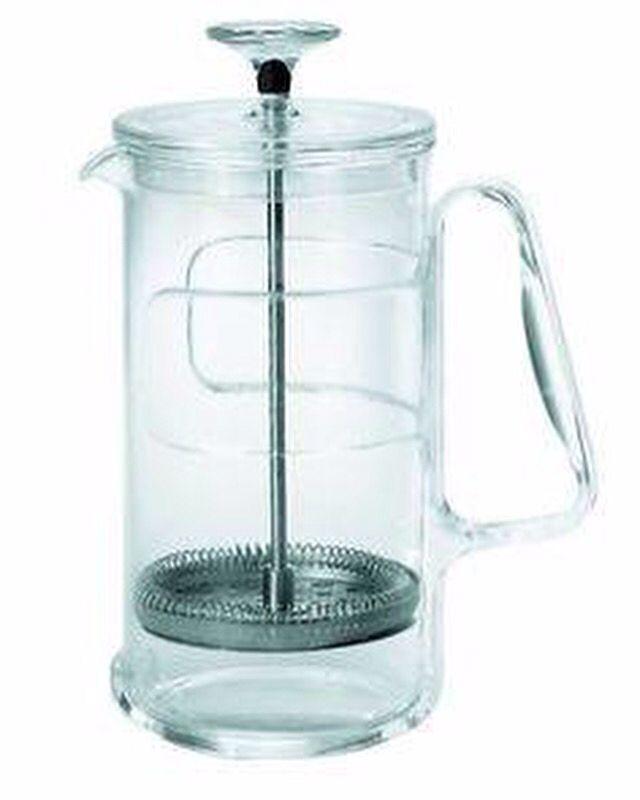 Pratico e funzionale il #Multishaker #Infusion di #Guzzini è composto da un contenitore in #vetro, che può essere usato nel forno a microonde, e da una base e un manico in #acrilico per evitare la trasmissione del calore. Basta mettere il tè/caffè direttamente nell'acqua calda, lasciare in infusione e successivamente azionare lo stantufo, per ottenere la #bevanda da te desiderata.