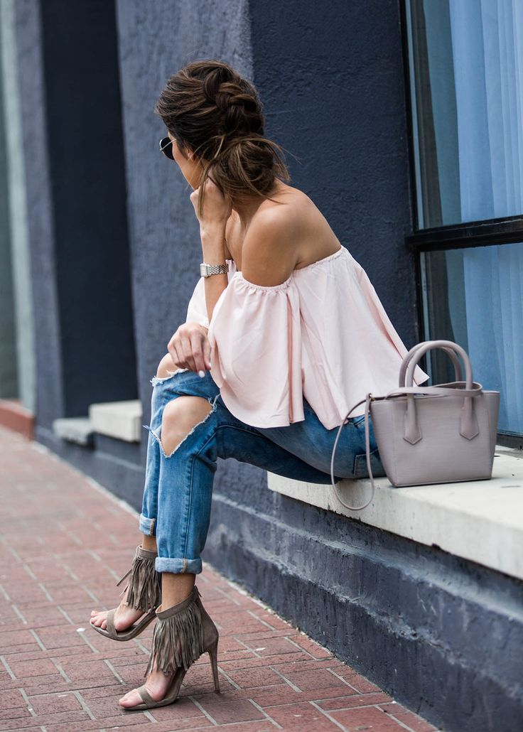 How to rock the off the shoulder shirt look.