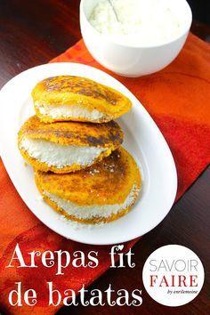 Delicadas y nutritivas, así son estas arepas fit de batata (camote) con semillas de chía. El relleno es de queso de año (Cotija) rallado. Probarlas es amarlas.