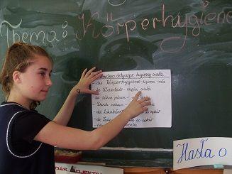 Leila przeprowadziła lekcję, także w języku niemieckim na temat dbania o higienę ciała.