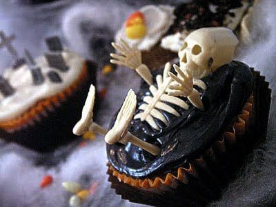 some really spooky halloween cupcakes - Scary Halloween Cupcake Ideas
