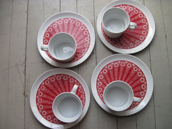 Arabia of Finland EightPiece Red Daisy Snack Set by midwestbest