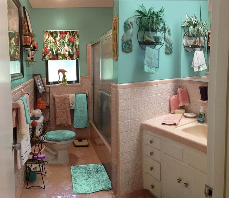 Retro Design Dilemma: Malen Sie Farben oder Tapeten für Dianes kitschig rosa Badezimmer