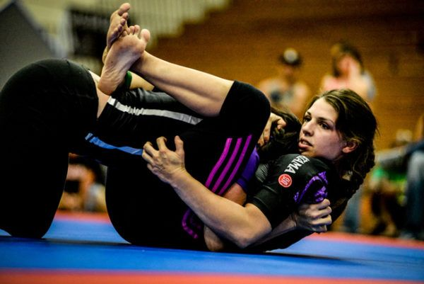 Highlights: Mackenzie Dern Scores Twisting Submission - http://www.lowkickmma.com/MMA/highlights-mackenzie-dern-scores-twisting-submission/