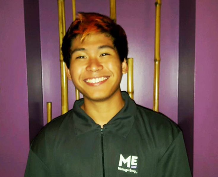 """#featurefriday Employee Feature: Meet Braysen, our #Massage #Therapist at our #Kaneohe #MassageEnvy #Hawaii location. #spa  Braysen likes to take selfies at the gym on his days off. What he likes most about working for Massage Envy is """"being able to make a difference in people's lives through massage."""""""