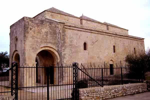 Sapevate che, dopo la chiusura della Chiesa di Ognissanti di #Valenzano, nel 1737 l'abbazia fu smantellata dai Frati Alcantarini di #Capurso e le pietre usate per costruire il santuario della #MadonnadelPozzo ? Cliccate qui per saperne di più: http://www.lestraderaccontano.it/capurso-hidden/166-via-ognissanti