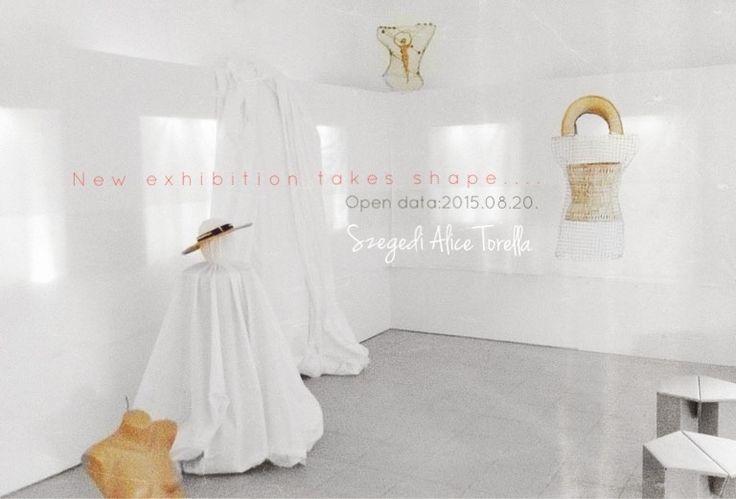 """Lerántom a leplet """"Torella Gyékényvilága"""" kiállítás van alakulófélben. A nagy megnyitó 2015. aug. 20-án, Nyíregyháza a Sóstói Múzeumfalu galériájában.  #exhibition #szegedi #torella #alice #nad #ecoart #eco #envitomental #craft #gyekenyfonas #plasztika #kiallitas #divat #nyiregyhaza #sosto #vip #event #aug20"""
