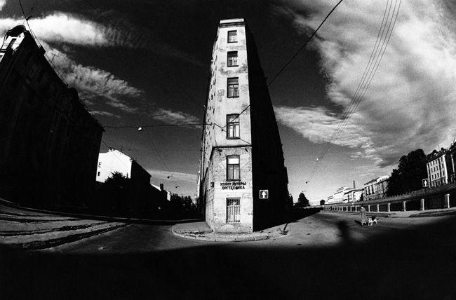 Александр Китаев 1952 родился в Ленинграде. Работал фотографом на судостроительном предприятии (1978-1999). Начальное фотографическое образование получил в фотоклубе…