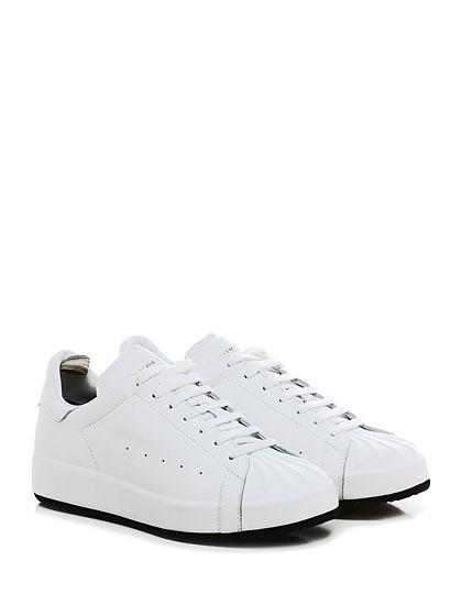 Officine Creative - Sneakers - Uomo - Sneaker in pelle effetto delavè con puntale lavorato e suola in gomma. Tacco 40, platform 30 con battuta 10. - BIANCO - € 338.00