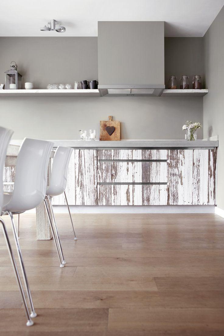 ça-va! interieur Handgemaakte keuken van oud hout.