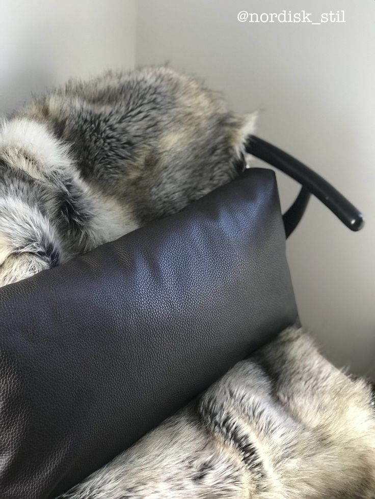 Diy pillow and bedthrow (faux fur) cabin chalet hytte hygge interiør interior