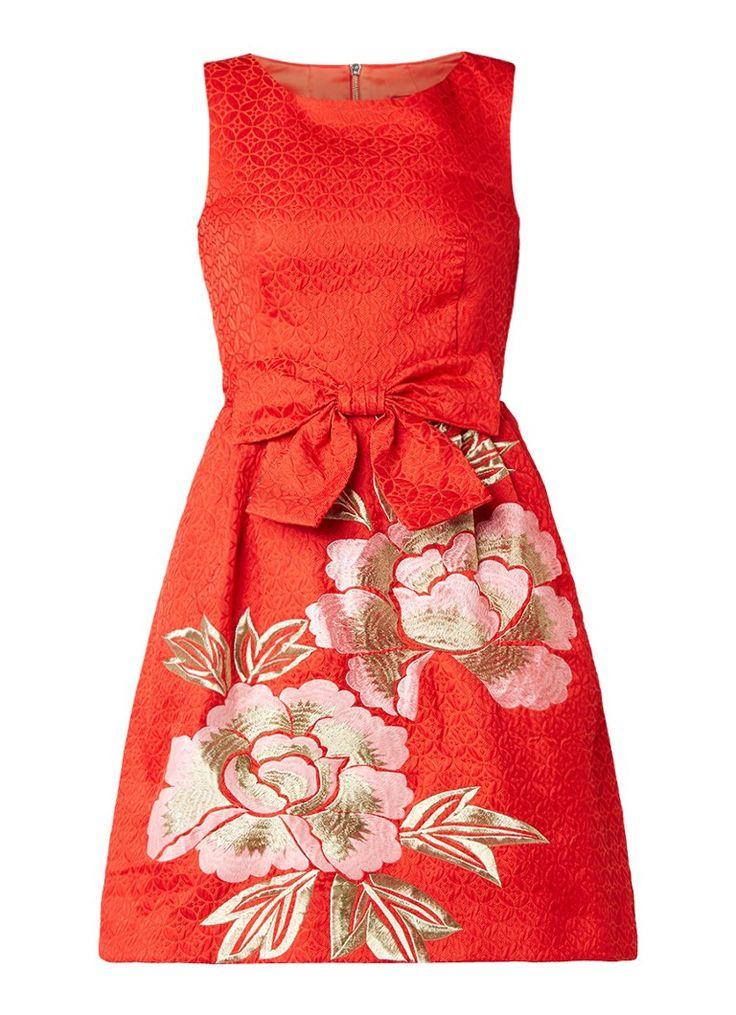 Op zoek naar Ted Baker Deemey gestructureerde A-lijn jurk met bloemendessin van lurex ? Ma t/m za voor 22.00 uur besteld, morgen in huis door PostNL.Gratis retourneren.