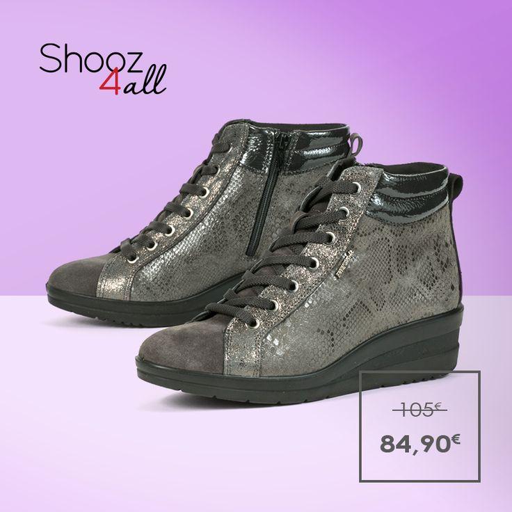 Από γνήσιο δέρμα άριστης ποιότητας, με ανατομικό πάτημα και αντιολισθητική σόλα, γκρι δετά μποτάκια με πλατφόρμα για ξεχωριστές casual εμφανίσεις. Ποιοτικά και ανθεκτικά γυναικεία παπούτσια από την Enval (Made in Italy).  http://www.shooz4all.com/el/gynaikeia-papoutsia/dermatina-mpotakia-me-snakeskin-print-69932-detail #shooz4all #dermatina #snakeskin
