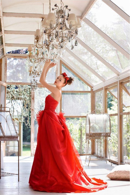 Stunning red tulle wedding #wedding #shooting #model #woman #bride #girl #lovely #beauty #beautiful #light #room #lamp #white #fashion #tulle #red #dress #brunette