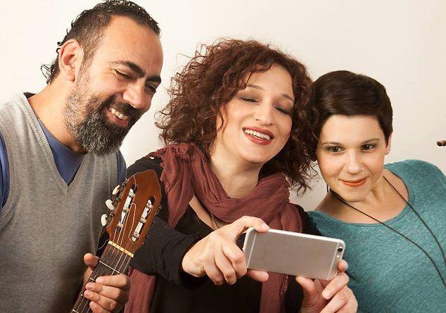 Τo Web Music Radio κληρώνει 2 διπλές προσκλήσεις με δωρεάν είσοδο για να απολαύσετε από κοντά τους Ερωφίλη, Πένυ Παπακωνσταντίνου και Δημήτρη Παπαβομβολάκη στη μουσική σκηνή Σφίγγα την Δευτέρα 12/12.