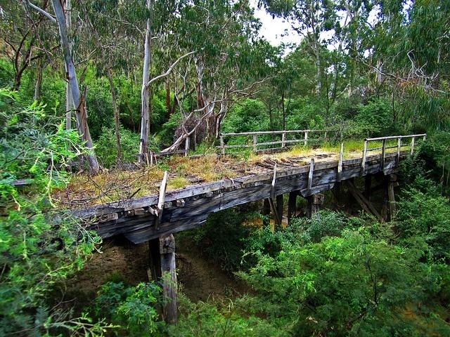 Burkes Bridge Hurstbridge, Victoria, Australia Just 32 km from Melbourne Town Hall.