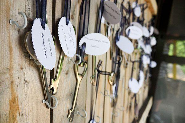 """""""rodzina i przyjaciele są kluczem do szcześcia"""" otwieracze do piwa w kształcie kluczy dla gości"""