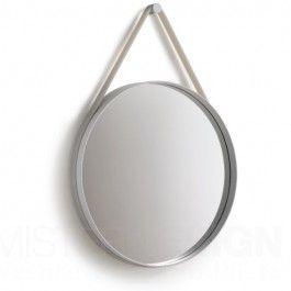 HAY Spiegel Strap Mirror is een moderne spiegel die de aandacht niet alleen door zijn grootte maar ook zeker door zijn prachtige design op zich weet te vestigen. Strap is verkrijgbaar met een diameter van 50 cm of een diameter van 70 cm.   Strap is gemaakt van gepoedercoat staal in de kleur grijs. De spiegel dient opgehangen te worden middels een silicone band die in verschillende kleuren te verkrijgen is: diameter 50 cm.: grijs frame met grijze strap diameter 70 cm.: grijs frame met ...