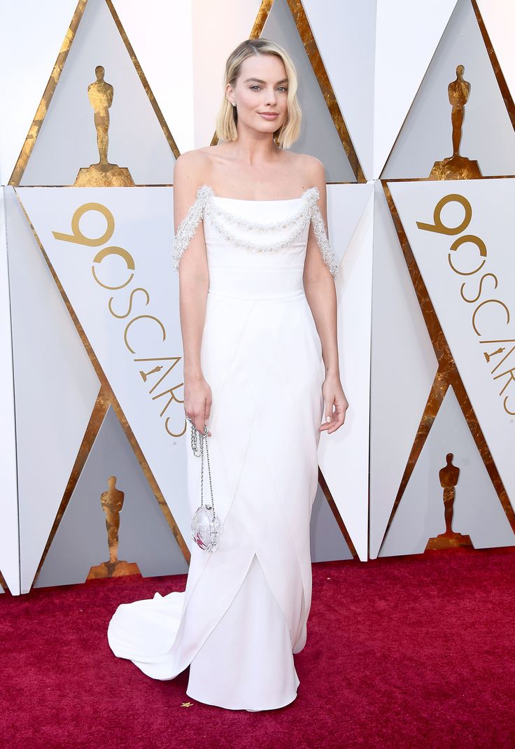 Margot Robbie in Chanel Couture Oscars 2018 Red Carpet Fashion Margot Robbie Oscars, Margot Elise Robbie, Margot Robbie Pictures, Oscar Gowns, Oscar Dresses, Best Celebrity Dresses, Celebrity Red Carpet, Celebrity Style, Haute Couture Dresses