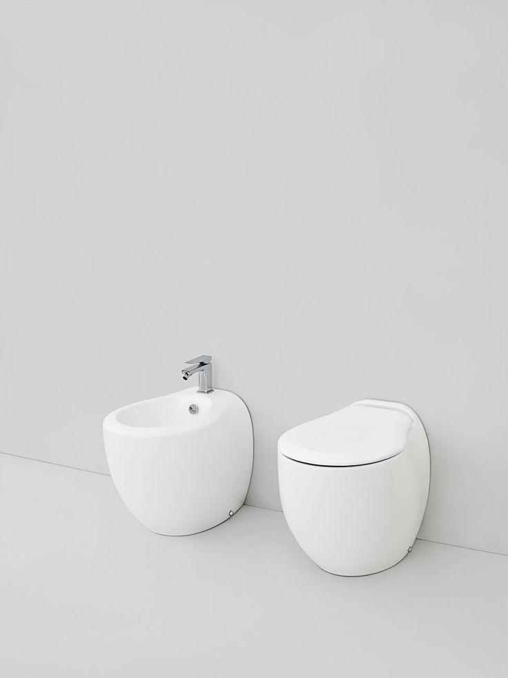 Blend, design Meneghello Paolelli Associati. RED DOT DESIGN AWARD 2009 Sanitari a terra in ceramica / Back to wall sanitaries in ceramic #sanitary #bagno #bathroom #design  2