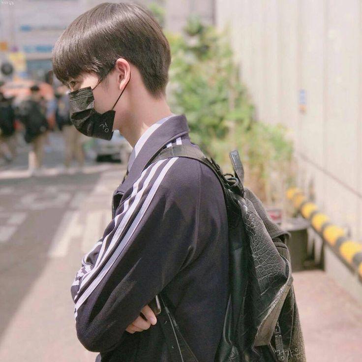 ❝ayang jangan ngambek dong :( aku lama kan karena dandan. Biar kamunya gak malu jalan ke sekolah sama aku❞ -you as bae jinyoung's gf