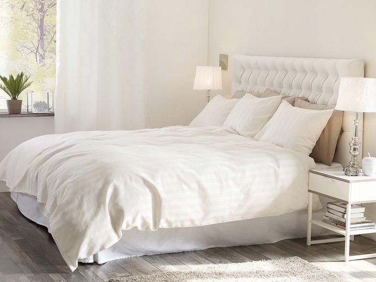 Naturliga färger ger ett lugn till ditt rum. Vår serie LINJE är i satin och en av våra exklusiva bäddtextilier.