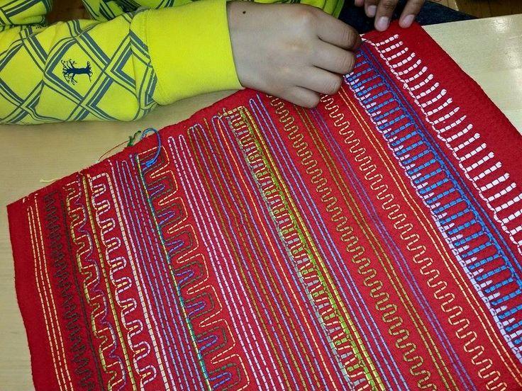 Pienryhmän vohvelipujottelua Sauvosaaren koulusta Kemistä (Alakoulun aarreaitta FB -sivustosta / Heli Veijola)