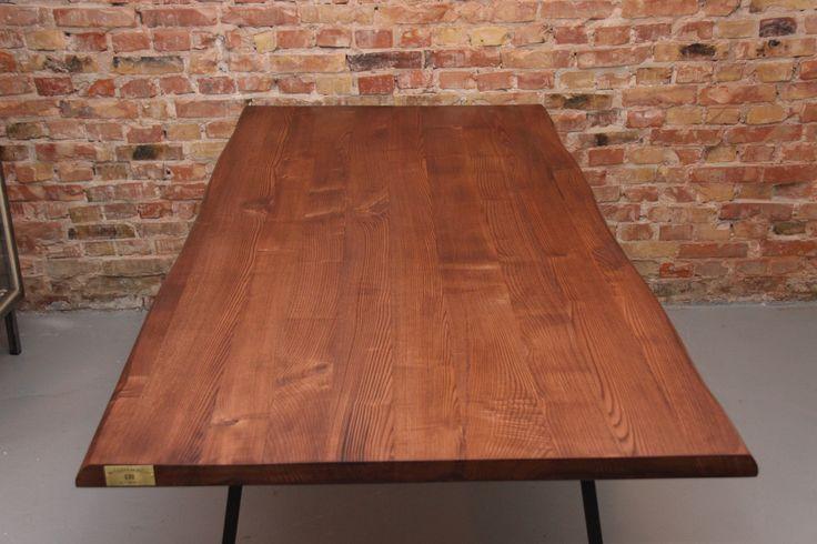 Custom bord lavet af massiv ask.  #Wood #Woodworks #Træ #Custom #Furniture #Møbler #Vintage #VintageKBH #Genbrug #Snedker #Plankebord #Bænk #Bench #Shelfs #Hylde #Denmark #Danmark #Frederiksberg